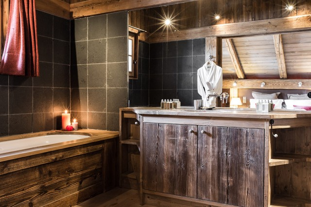 Luxury Chalet Chamonix - Chalet Baloo - Master Bathroom